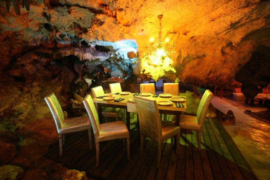 Alux Restaurant Bar & Lounge