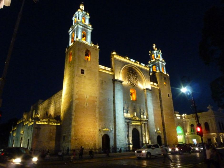 Catedral de San Ildefonso by night