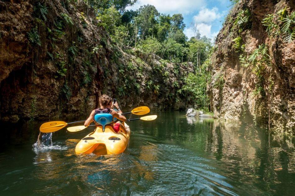 Xenotes-Oasis-Maya-kayak